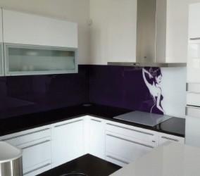 Skleněné obklady v moderní kuchyni - Útulný Dům